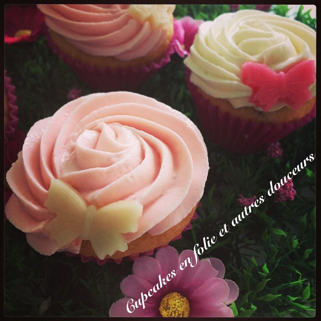 Cupcakes vanille cœur de framboises en rose et blanc