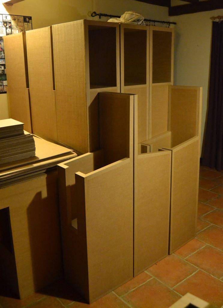21 présentoirs en carton sont prêts à sortir de l'atelier