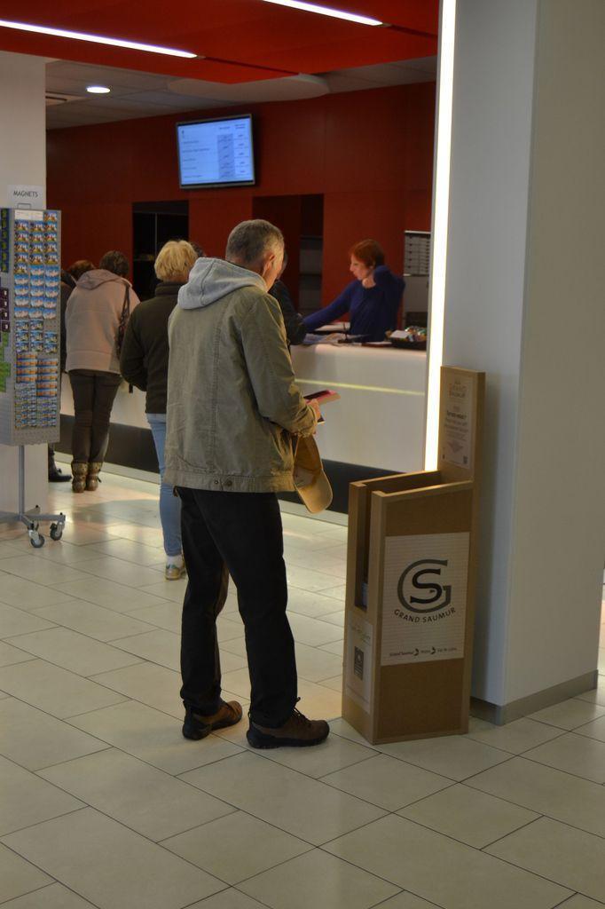 Distributeurs de brochures meubles en carton angers - Angers office du tourisme ...