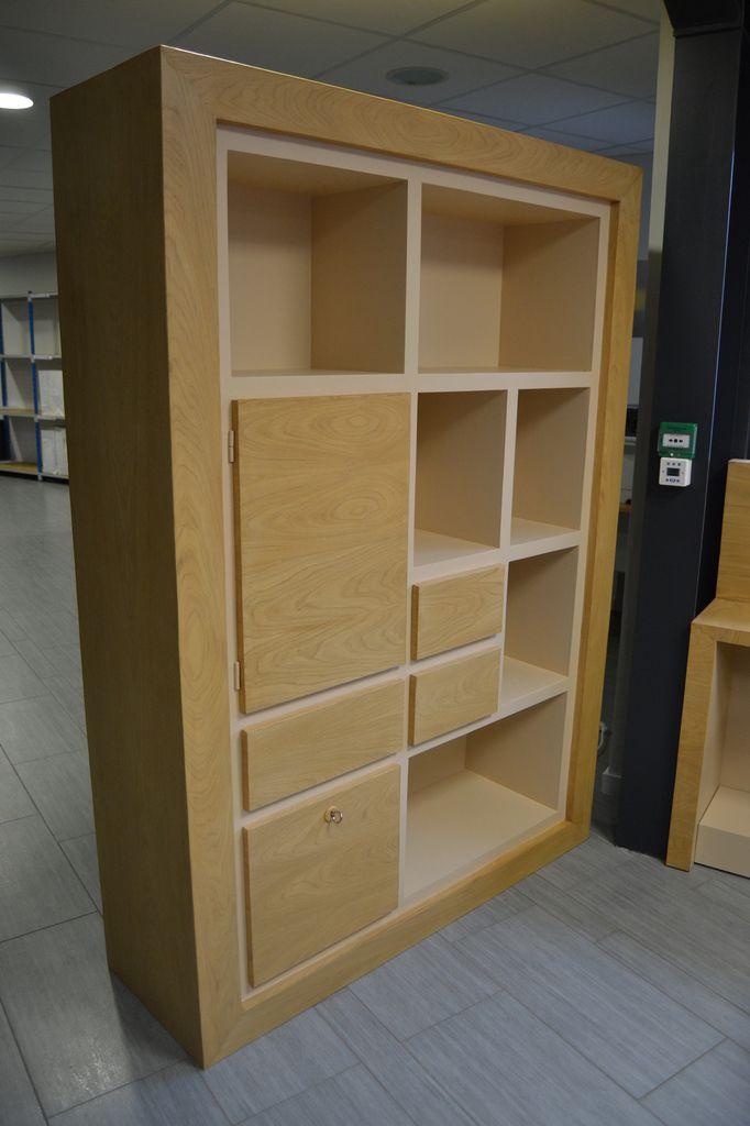 Bibliothèque en carton sur mesure, placage châtaignier