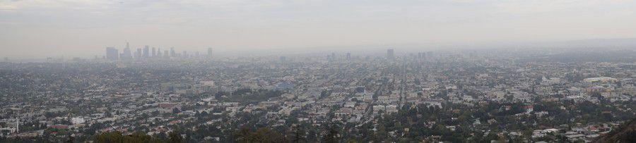 Vue depuis Griffith Park Observatory. Même dans la brume, on voit que L.A est quand même très plate.