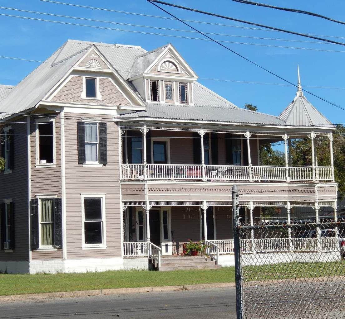 La Grange, le musée, une maison, l'hôtel de ville, l'ancienne gare, un patch primé
