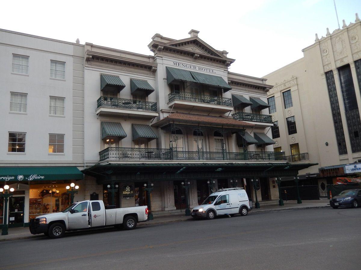 l'hôtel Menger aujourd'hui - l'hôtel Menger après un premier agrandissement en soulevant la base.