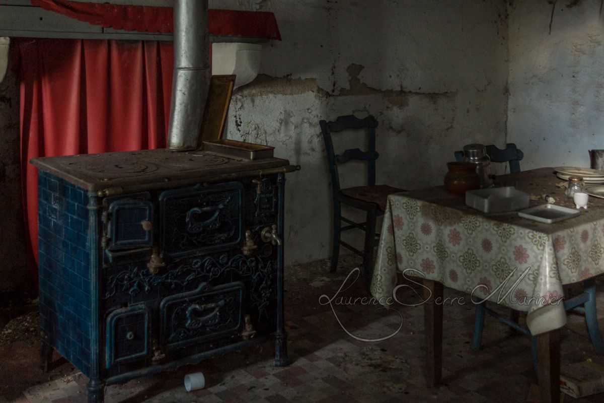 le vieux poele bois urbex moipourvous entrez sans frapper en auvergne. Black Bedroom Furniture Sets. Home Design Ideas