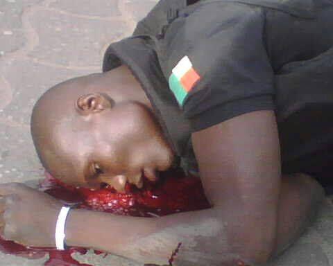 1 seul malfrat abat 3 policiers tandis que son second allait chercher les sous&#x3B; l'argent d'autrui. Les deux brigands peuvent ensuite repartir tranquillement laissant derrière eux sang, pleurs et gémissements. Le lundi prochain, les photos des policiers seront affichées au Commissariat central de Cotonou et devant l'école générale de la police. La victime peut continuer de pleurer. Le Bénin émerge.
