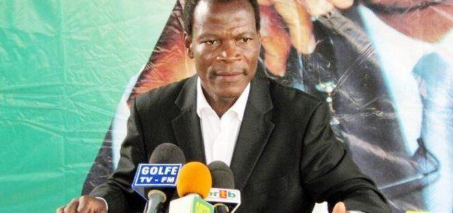 He Candide Azanaï, « S'il ne tire pas les conséquences, j'irai au Palais le chercher. » « Je remercie tous ceux qui ont marché aujourd'hui. On a amené des gens pour manifester  à Cotonou. On a pris l'hélicoptère pour survoler notre tête. J'avais dit : ''s'il ne cesse pas, j'allais marcher sur le Palais'' et, il est parti. Le pouvoir appartient au peuple. J'espère que Yayi a tiré leçon du rugissement de la colère du peuple. S'il ne tire pas les conséquences, j'irai au Palais le chercher. »