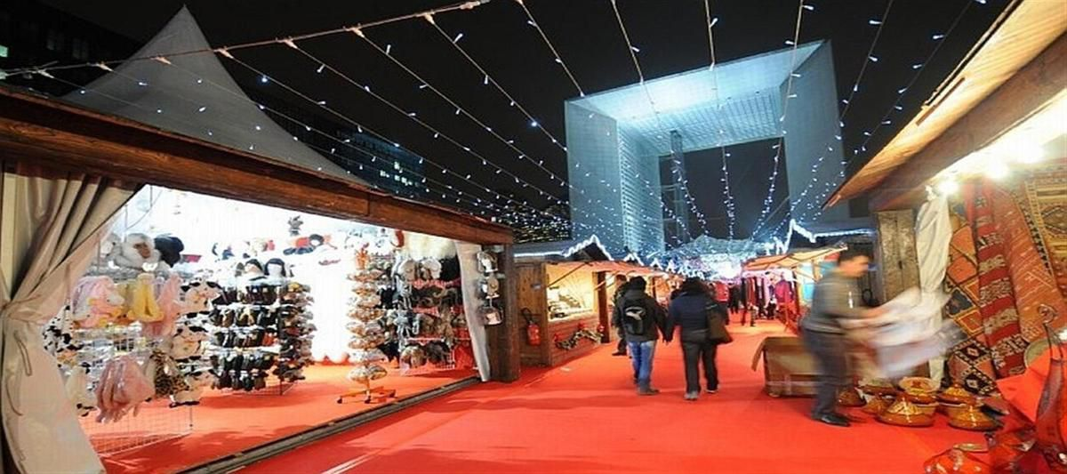 """Paris.- Un """"vrai"""" Marché de Noël, c'est rare. En 2011, j'ai découvert celui de l'Arche de la Défense, et j'ai été assez séduit. A découvrir jusqu'au 28 décembre 2014. Le site : www.ladefense.fr"""