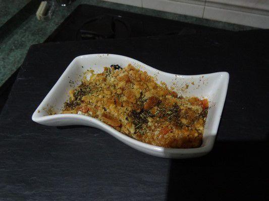 gratin de sardines, olives et tomates et son crumble au parmesan
