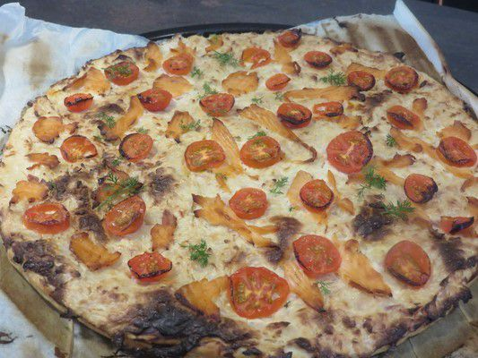 Pizza saumon sur base aux échalotes