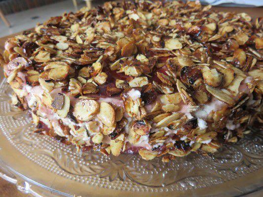 Entremet pistache amande et cerises amarena