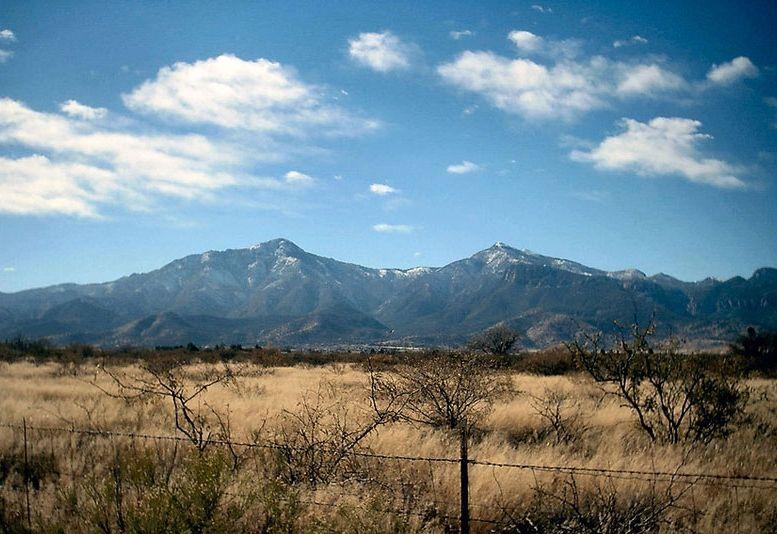 Une maison OVNI dans un champ en Arizona
