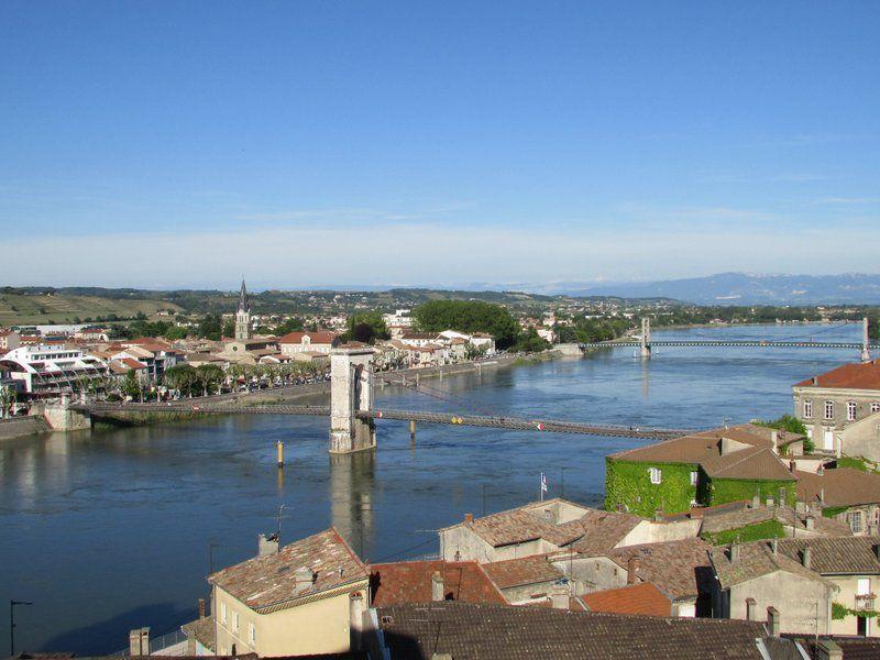 Vue sur le Rhône depuis la terrasse du château de Tournon.