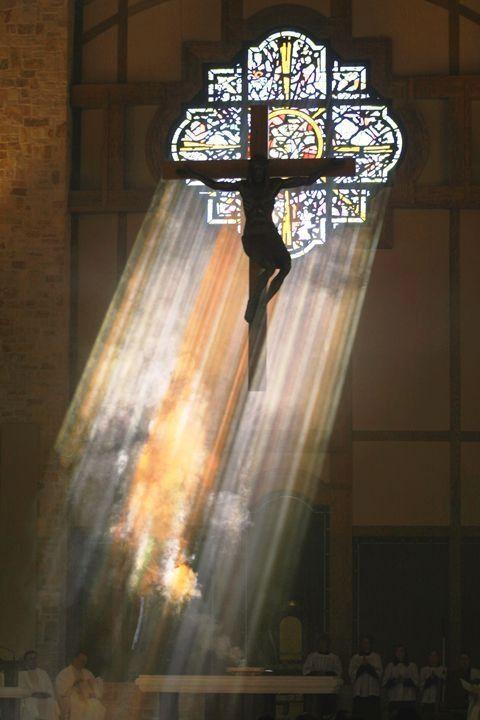 Je suis l'alpha et l'oméga, dit le Seigneur Dieu, celui qui est, qui était, et qui vient, le Tout Puissant.