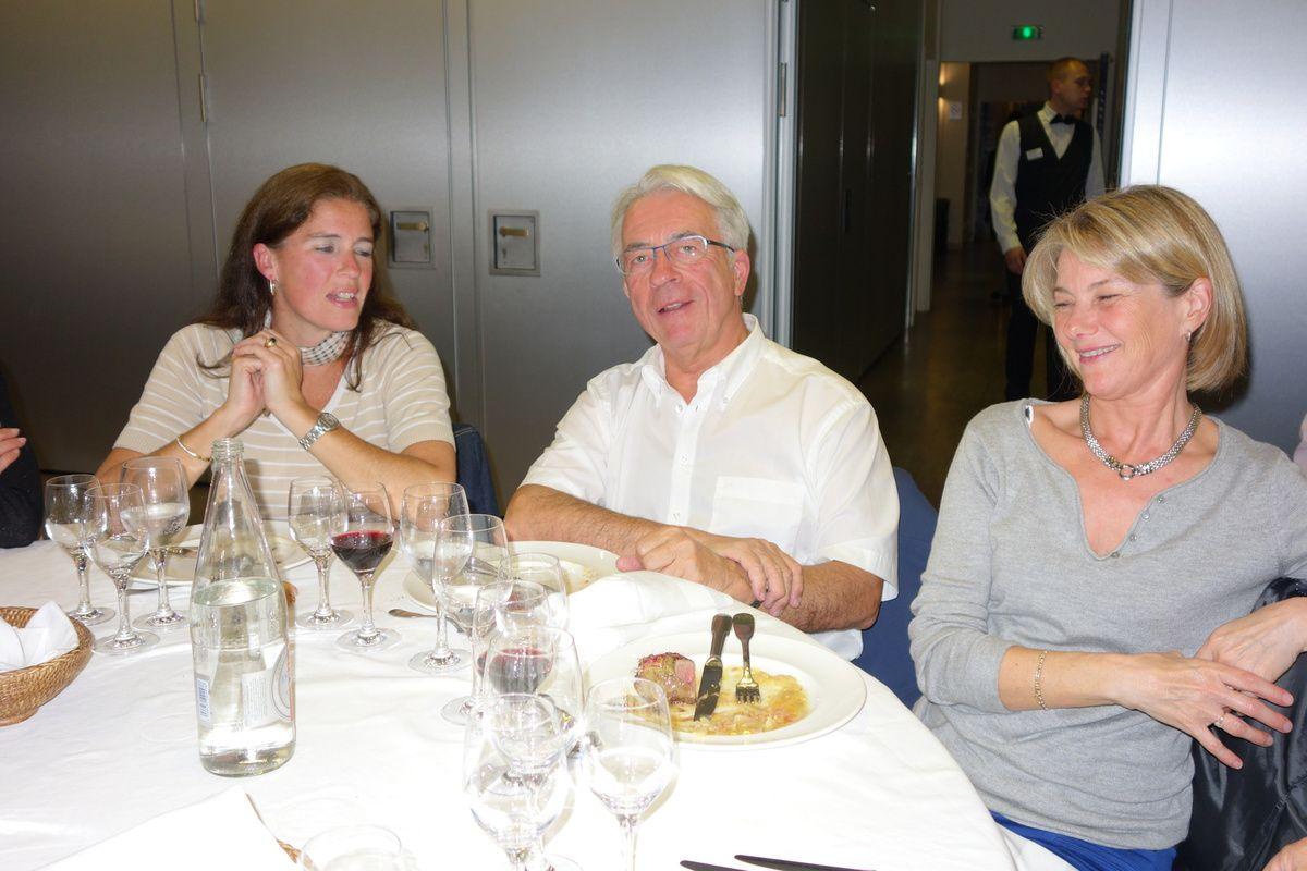 Premiéres impressions de notre voyage à LISBOA ... avec un grand MERCI à Christian et Martine les GO du voyage, TOPHE qui nous fait le perroquet portuguais , Sophie qui déambule dans les rues de LISBOA et Vincent qui a dormi depuis ...