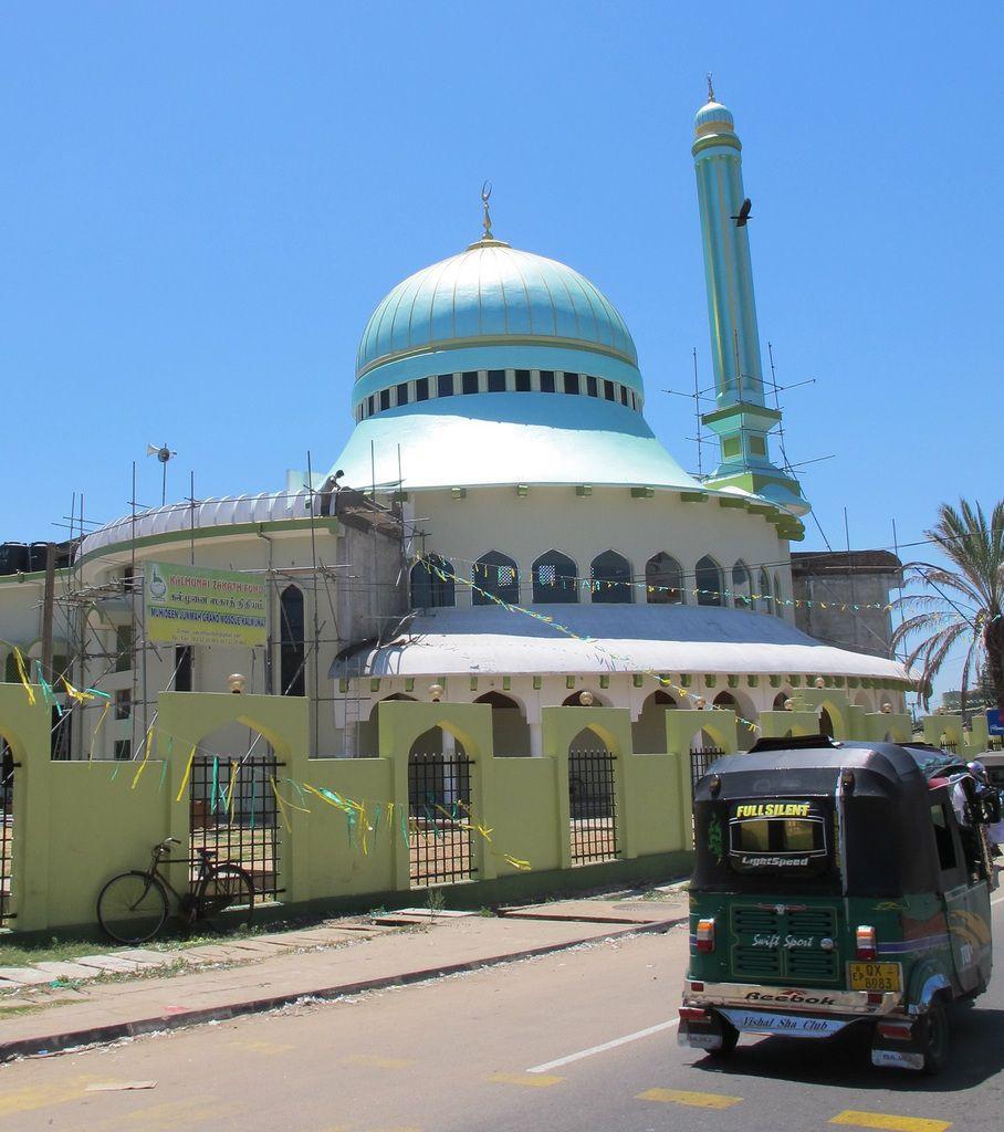 On voit beaucoup de mosquées entre Arugam et Batticaloa