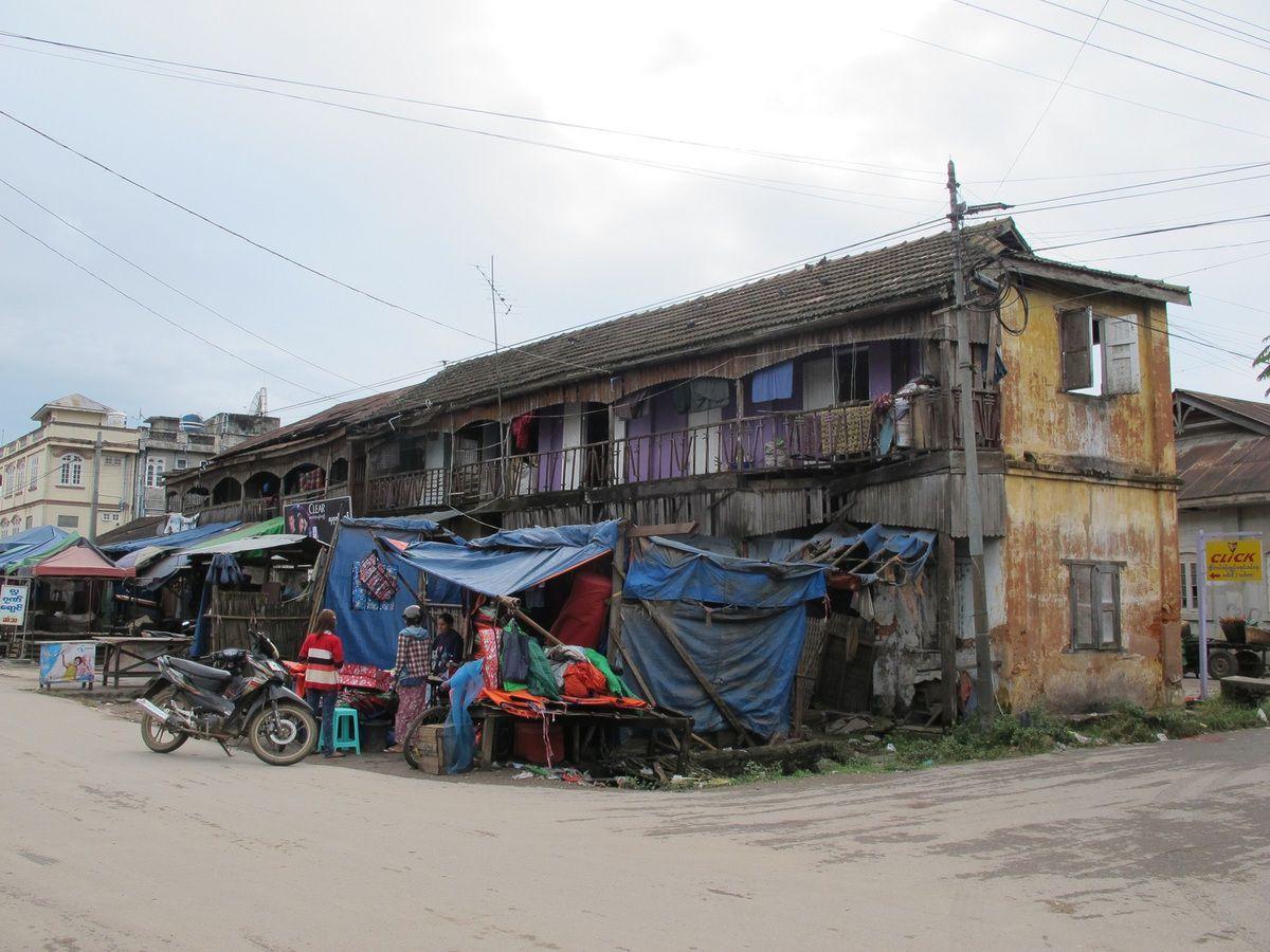 On arrive au marché de Pyin oo Lwin, en général c'est le premier truc que l'on visite