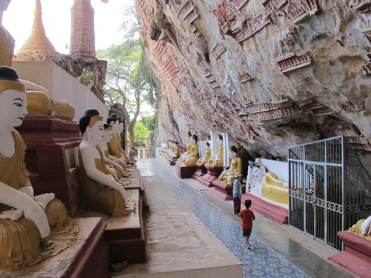 il y en a des milliers sculptés à même la roche