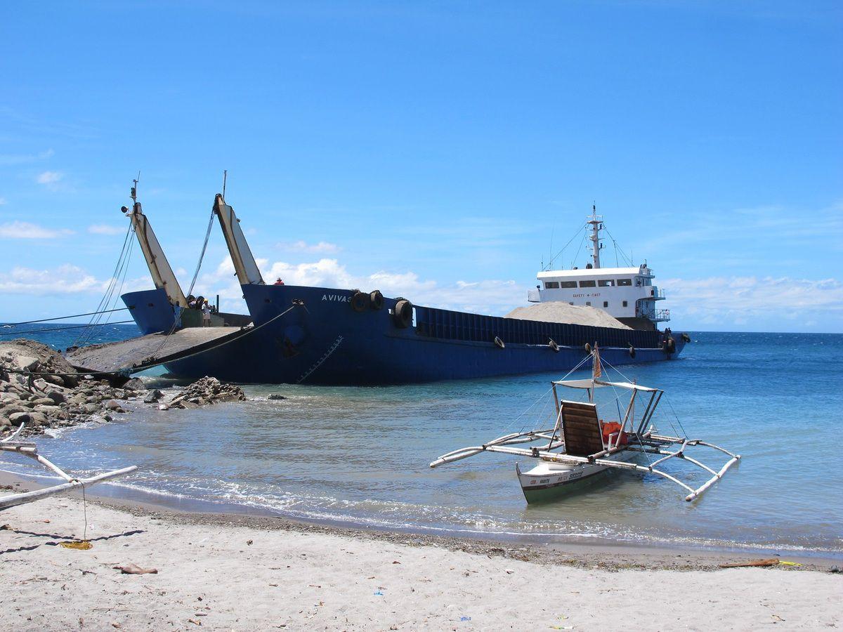 Retour trempés mais en vie !!!! sur ce mini bateau...