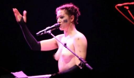 Amanda Palmer Naked & Hairy