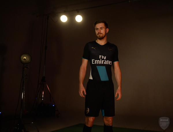 OFFICIEL : ARSENAL MAILLOT THIRD 2015/2016