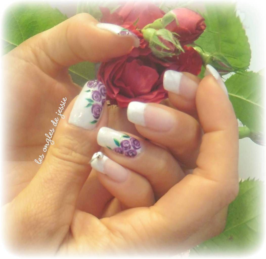 french blanche nailart roses violettes