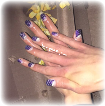 nailart plume phosphorescente