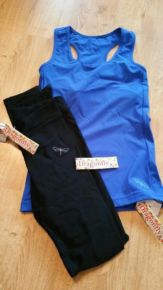 Une tenue de sport avec Dragonfly Brand