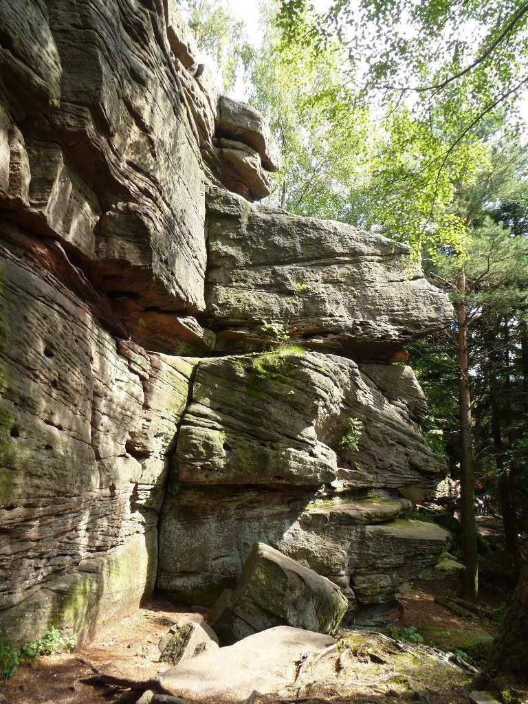 Comme pour le grand rocher central, le monolithe Nord est équipé d'anneaux d'assurage.