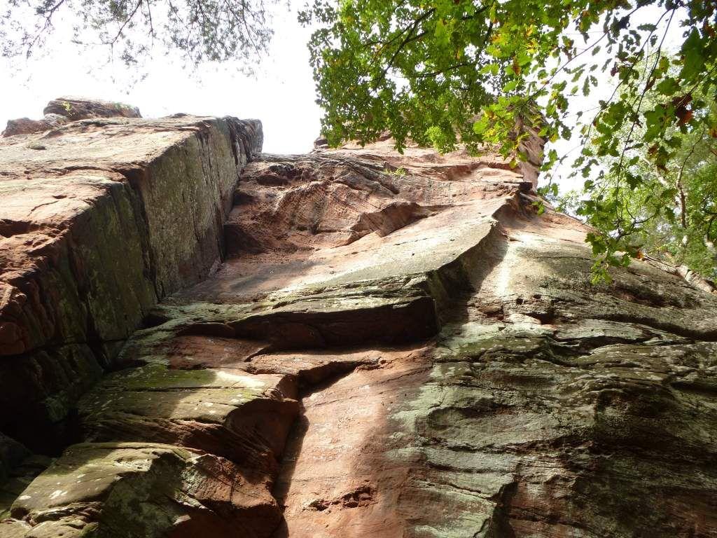 Les murailles sont très exposées, sur le versant Sud du Rauhbergpfeiler.