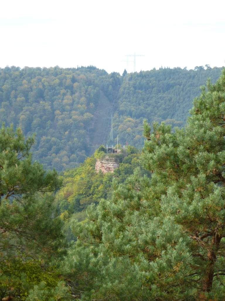 Au cap plein Nord, joli coup d'oeil, sur le château-fort ruiné de la Falkenburg (336 m).