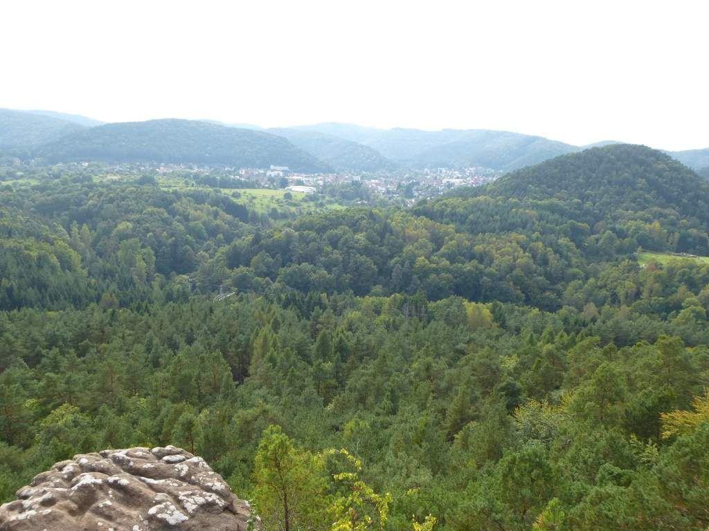Au fond, je découvre la ville de Hauenstein, ainsi que le Neding (alt. 336 m).