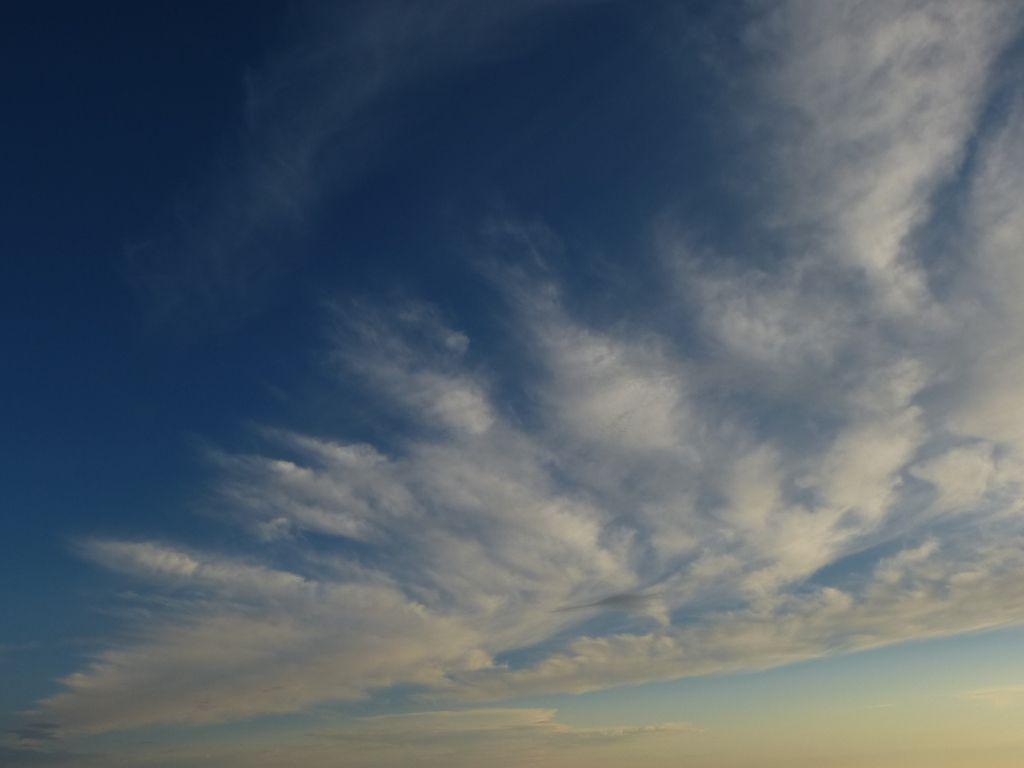 Ciel de beau temps, vu au-dessus du Hohneck.