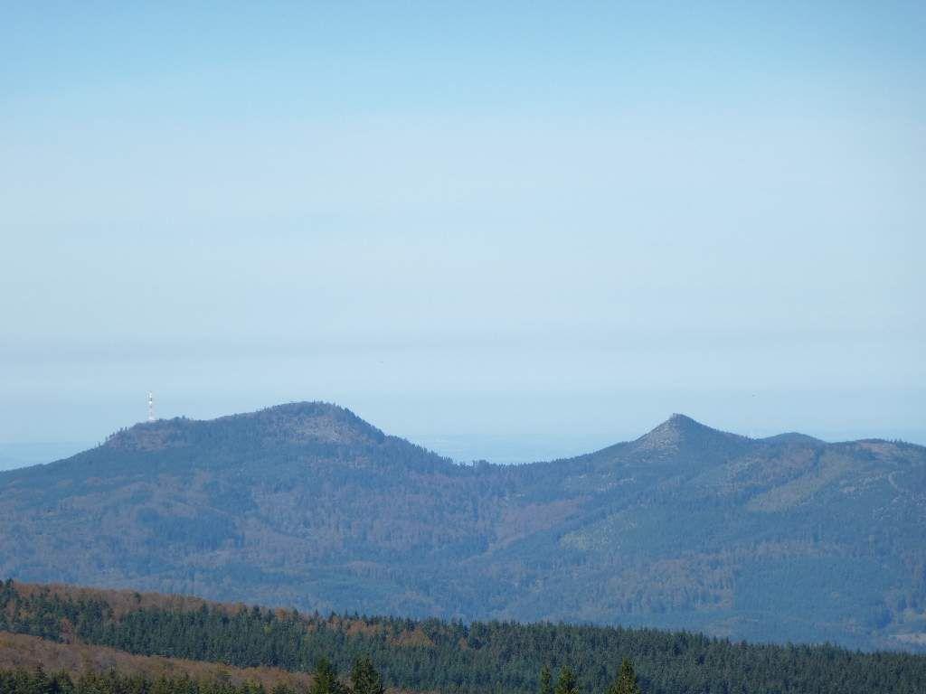 Les Deux Donons : le grand à gauche (1009 m) et le Petit à droite (961 m) !