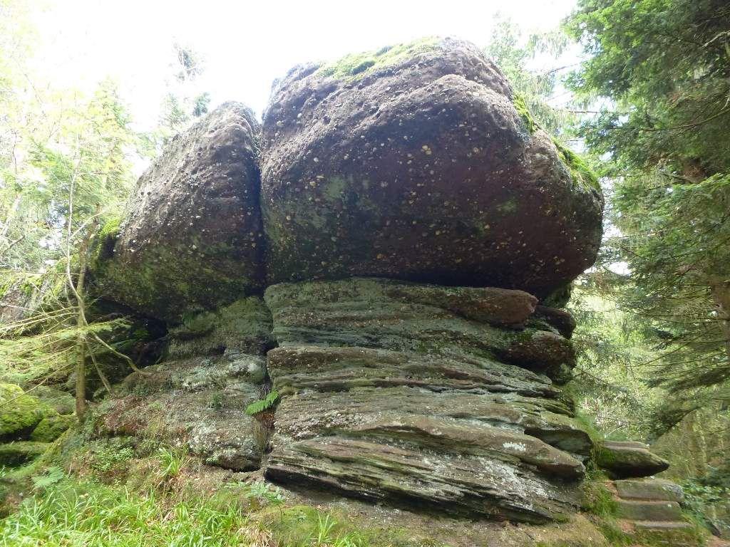 Le rocher sommital de l'Urstein, duquel je descends &#x3B; la fin de la balade est proche !