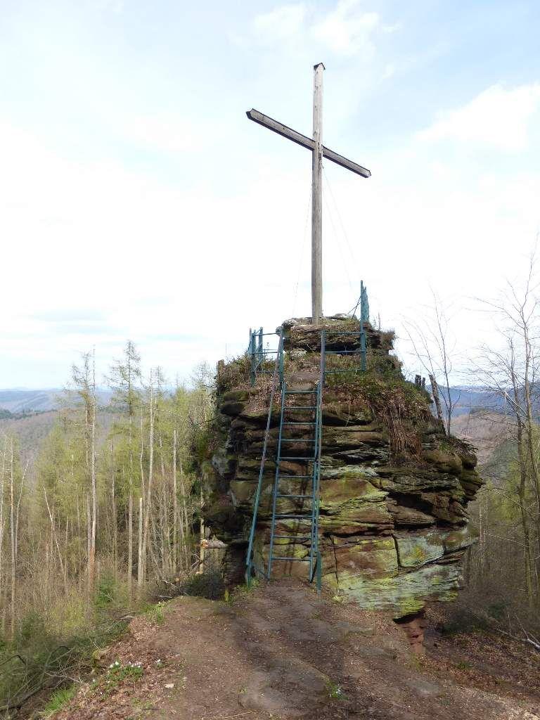 Le site, aux proportions minimalistes, pointe à quelque 492 mètres d'altitude.