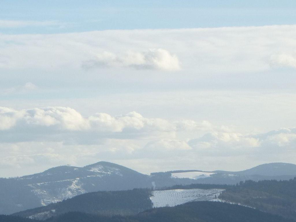 Vue rapprochée, sur les massifs du Brézouard et de la Tête des Faux (alt. 1228 et 1220 m).