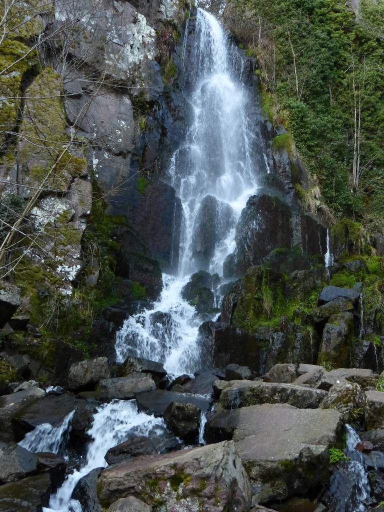 La cascade du Nideck, dont la hauteur totale flirte avec les 35 mètres.