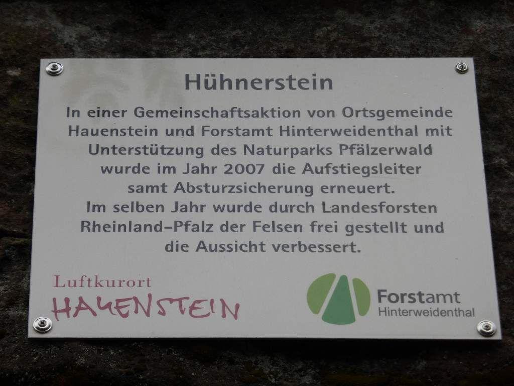 Le site du Hühnerstein a été récemment remis en valeur, par le groupement forestier de Hinterweidenthal.