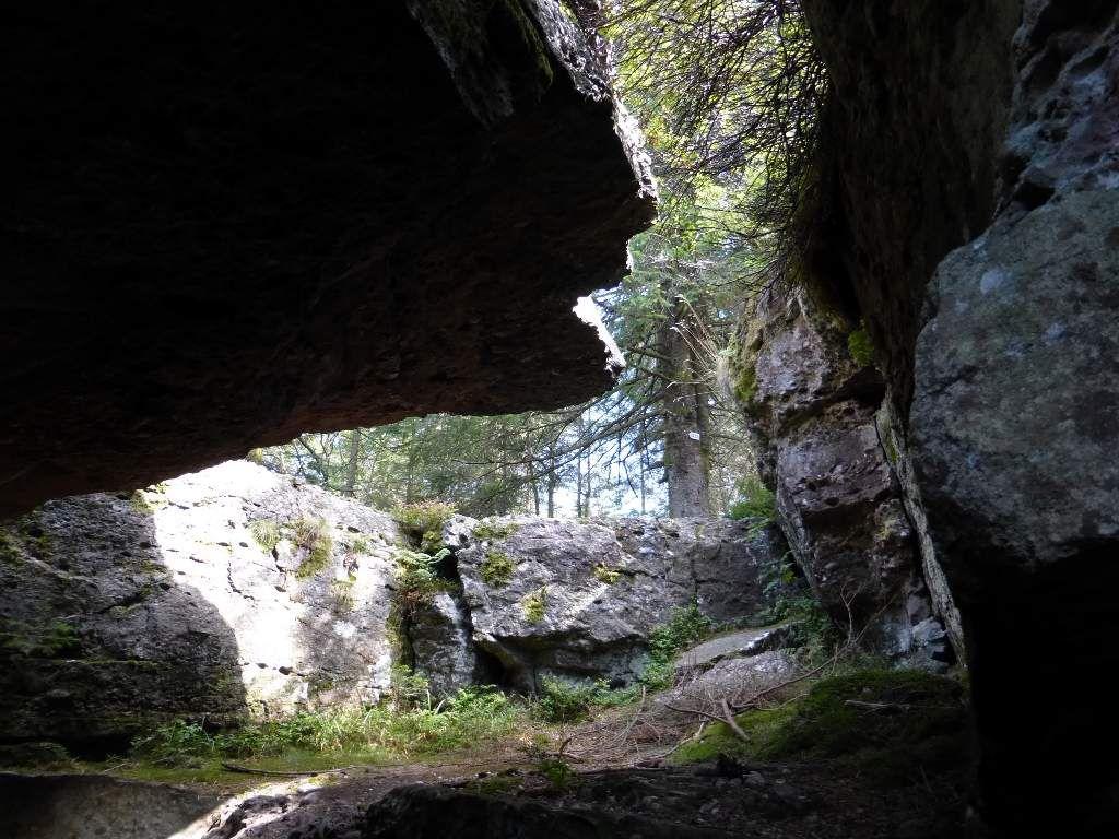 Je vais pouvoir me hisser au sommet du roc, avec cependant, quelques contorsions !