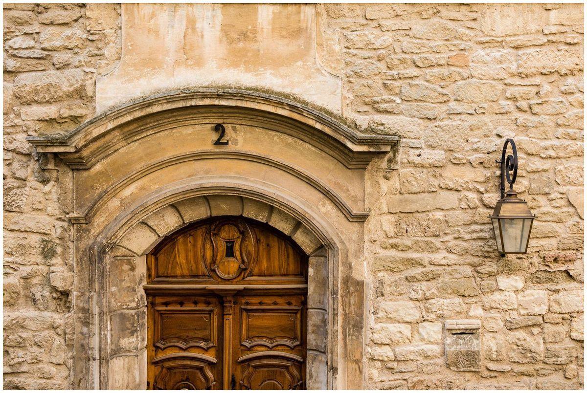 Porte à porte à Bonnieux