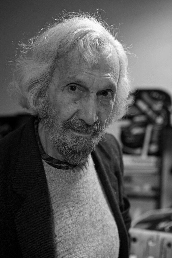 John Christoforou (1921-2014) dans son atelier du Kremlin-Bicêtre le 26 mars 2009
