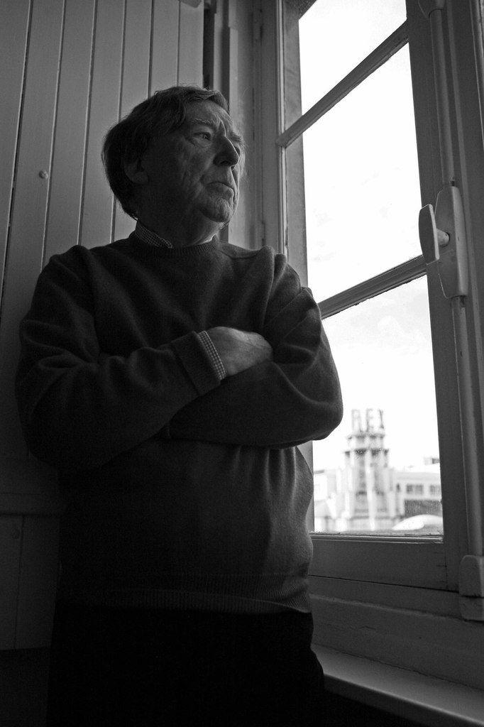 Michel Ragon chez lui, à Paris le 2 octobre 2008
