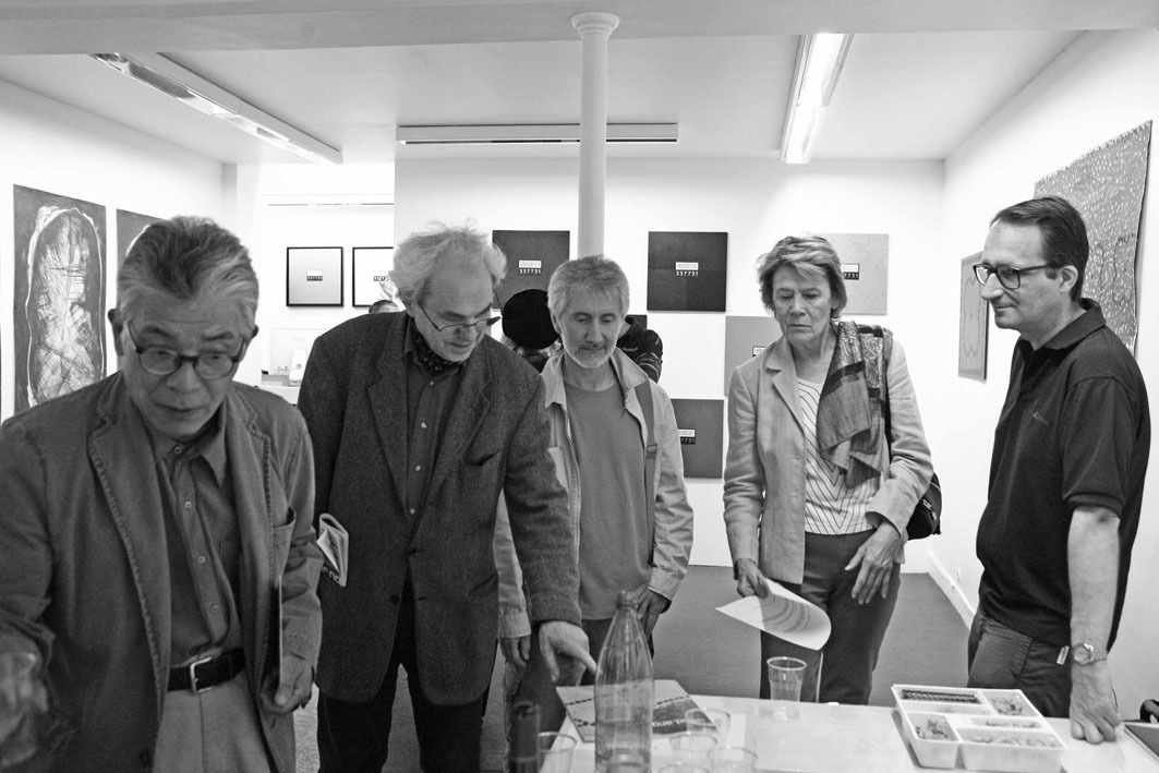 Matsutani Takesada, Daniel Pandini, Joël Besse, Inconnue, Jean Brault. Vernissage de l'exposition Just a glance 3. Galerie Cour Carrée. Paris le 11 juin 2008