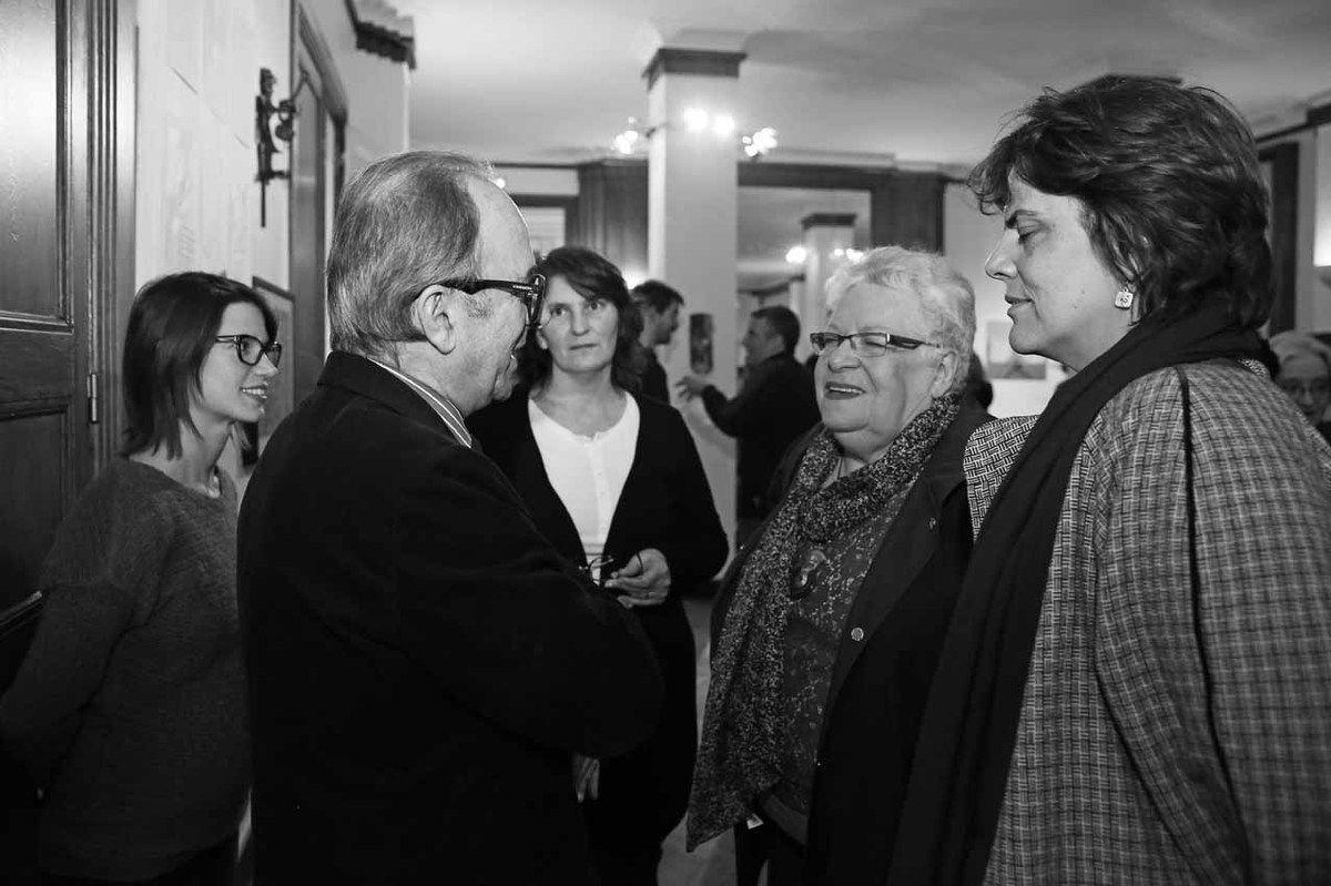 Agustina Primo, Marcelo Balsells, Julia Bernardi, Luisa Futoransky, Inconnue