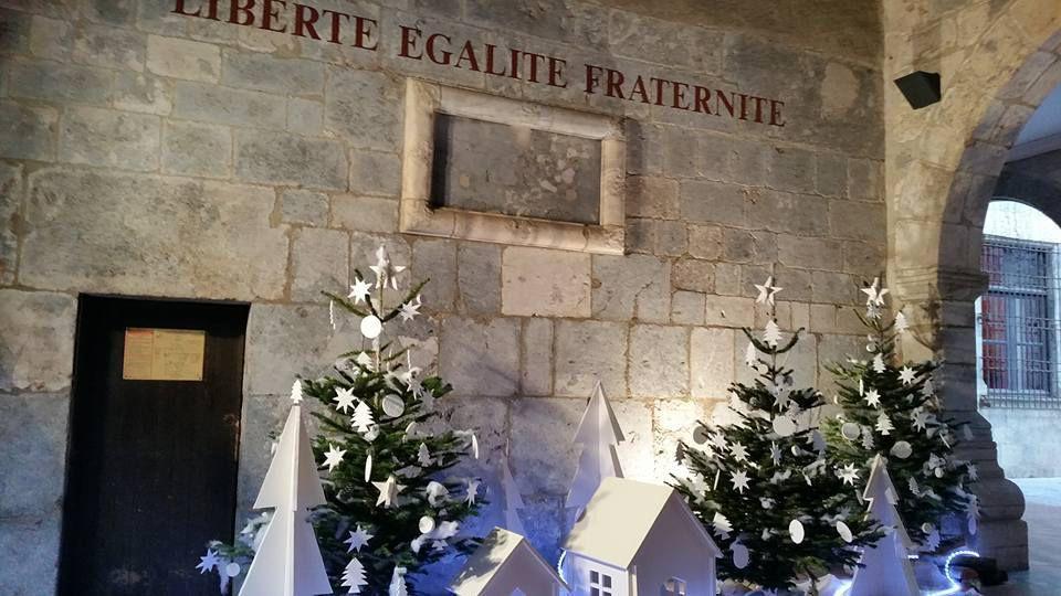 A l'entrée de la mairie de Perpignan - Rifle d'Elne -