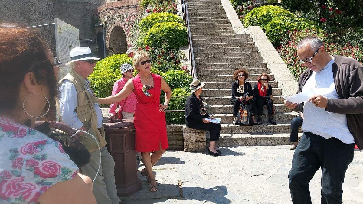 Le sourire d'une Suédoise de Collioure : Kristina - Les auteurs lisent dans les rues - A la bibliothèque