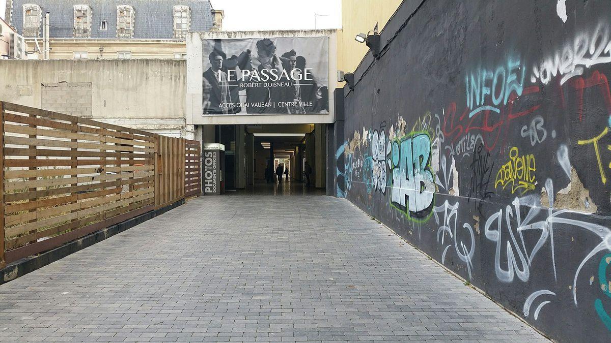 Passage DOISNEAU à Perpignan (côté dégradé) - photo JPBonnel