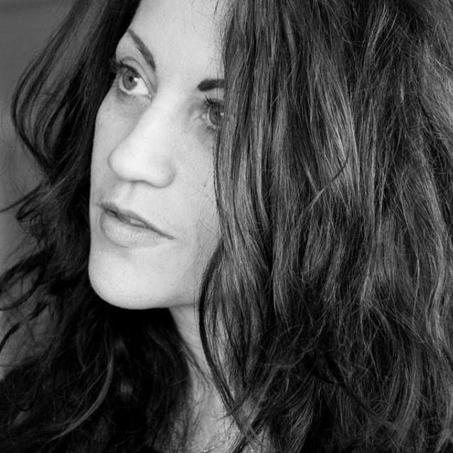 Costume roussillonnais - Chelsea Cunningham, auteur de romans policiers