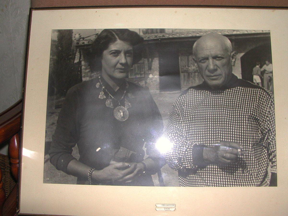Mme Delazerme et Picasso - Dans l'ancien appartement dépendant désormais du musée, après la mort de Mme Delazerme