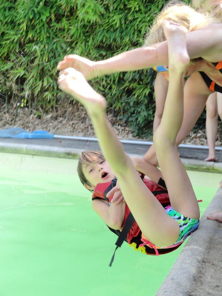 Merci à Mme LATZ de nous avoir accueillis chez elle pour notre TEST de natation, à Laurence, éducatrice sportive de la ville de BRIGNOLES d'avoir donné de son temps pour nous faire passer notre TEST. L'eau était froide mais c'était trop GENIAL !!!